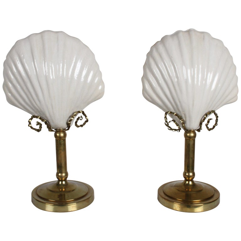 Pair of Hollywood Regency 1970s Hart Associates Ceramic Shell & Brass Lamps For Sale
