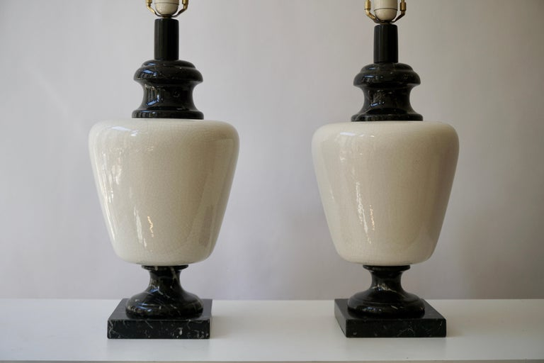 Pair of Hollywood Regency Black and White Marble Table Lamps In Good Condition For Sale In Antwerp, BE