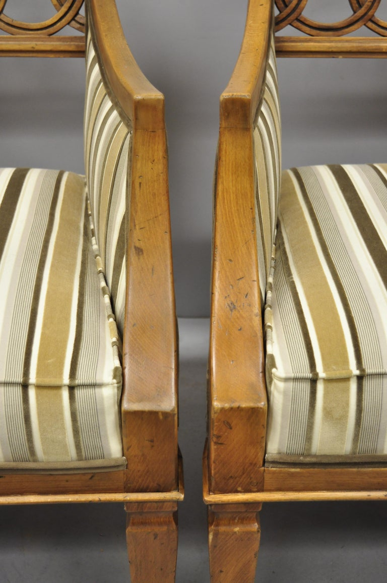 20th Century Pair of Hollywood Regency French Style Carved Spiral Back Armchairs For Sale
