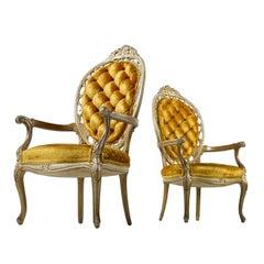 Ein Paar Hollywood Regency Gold Samt tief getuftete Sessel im Louis XV Stil
