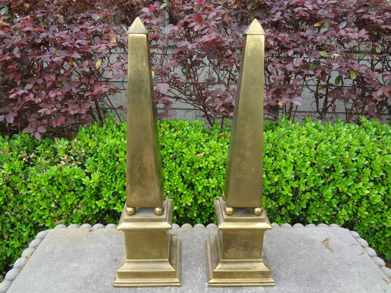 Pair of Hollywood Regency Neoclassical Style Brass Obelisks In Good Condition For Sale In Houston, TX