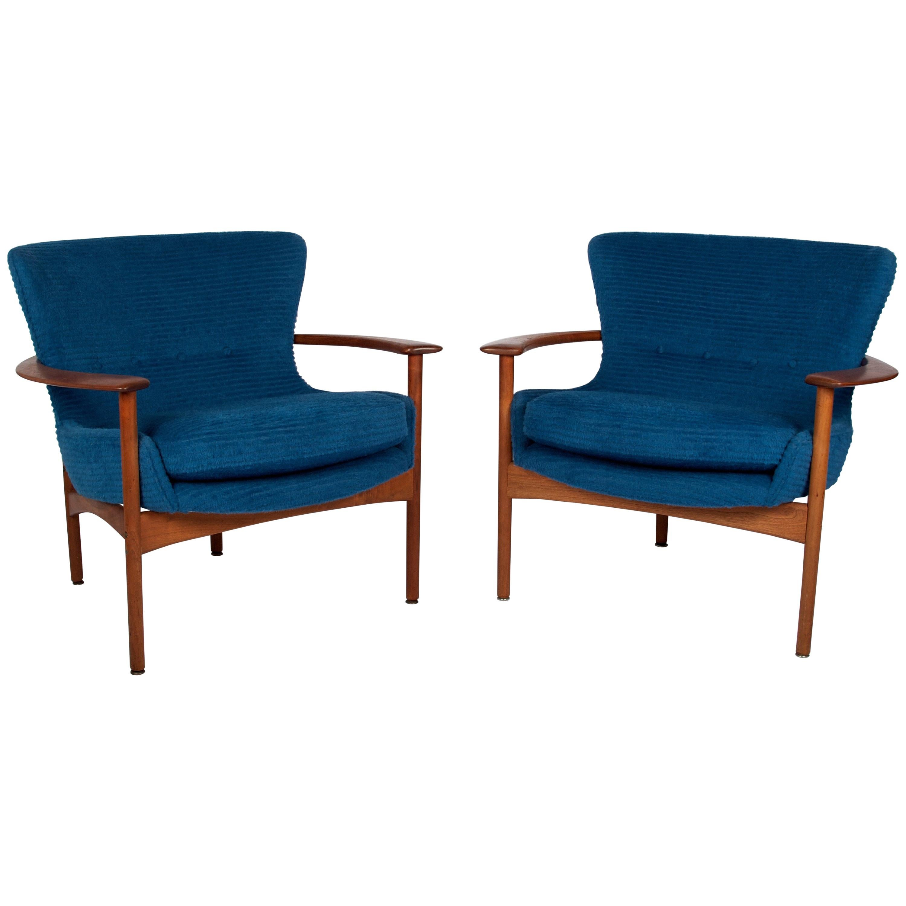 """Ib Kofod-Larsen for Selig Lounge Chairs, a Pair, """"Horseshoe Chair"""" Model 655-15"""