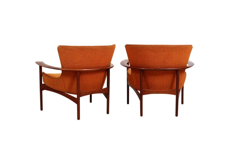 """Mid-20th Century Pair of """"Horseshoe"""" Lounge Chairs by Kofod-Larsen For Sale"""