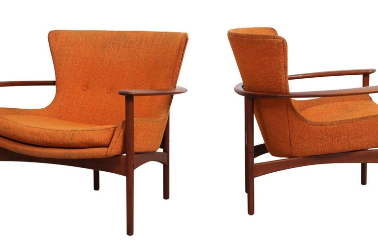 """Pair of """"Horseshoe"""" Lounge Chairs by Kofod-Larsen For Sale 2"""