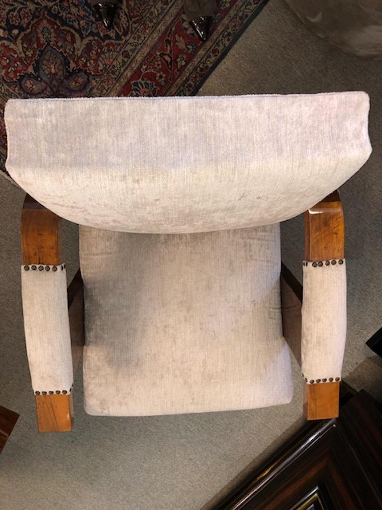 Pair of Hungarian Art Deco Armchairs in Walnut For Sale 2