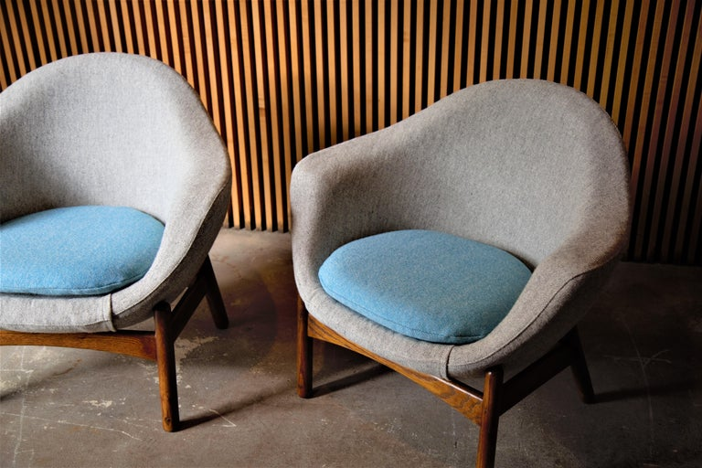 20th Century Pair of Ib Kofod Larsen Pod Chairs Retailed by Povl Dinesen For Sale