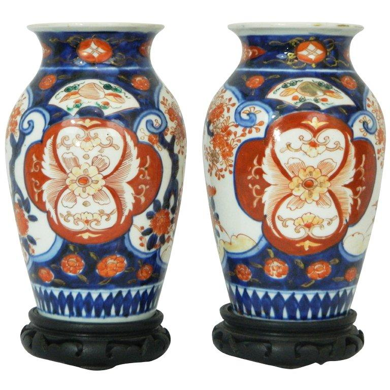 Pair of Imari Vases Depicting Floral Decorations on Stands, 19th Century For Sale