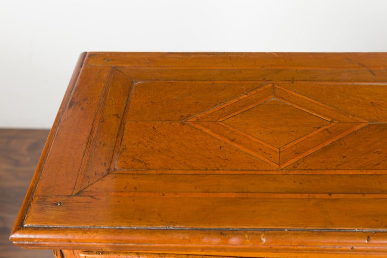 Pair of Italian 1820s Neoclassical Period Walnut Bedside Tables with Two Drawers For Sale 5