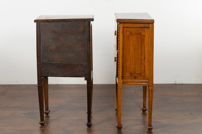 Pair of Italian 1820s Neoclassical Period Walnut Bedside Tables with Two Drawers For Sale 7