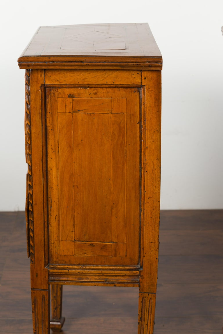 Pair of Italian 1820s Neoclassical Period Walnut Bedside Tables with Two Drawers For Sale 10