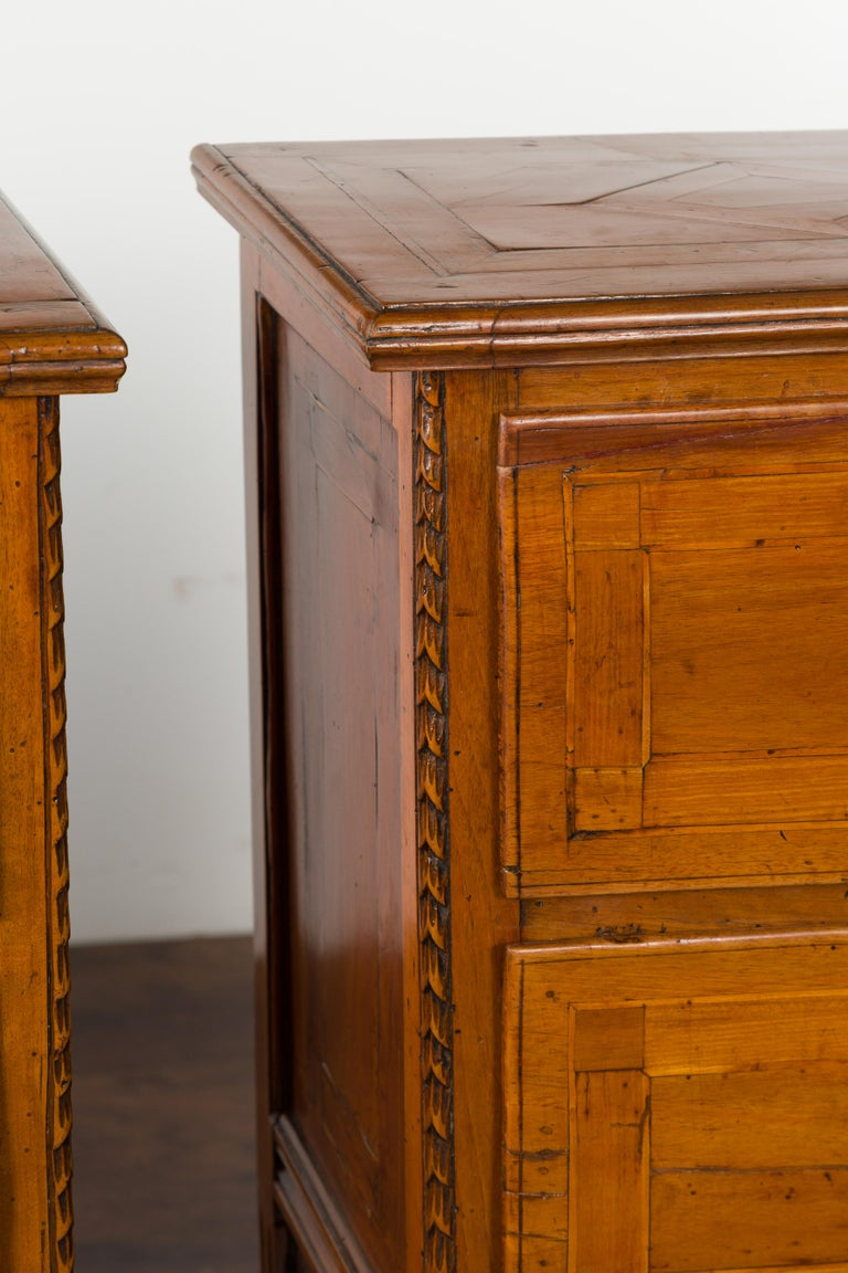 Pair of Italian 1820s Neoclassical Period Walnut Bedside Tables with Two Drawers For Sale 12