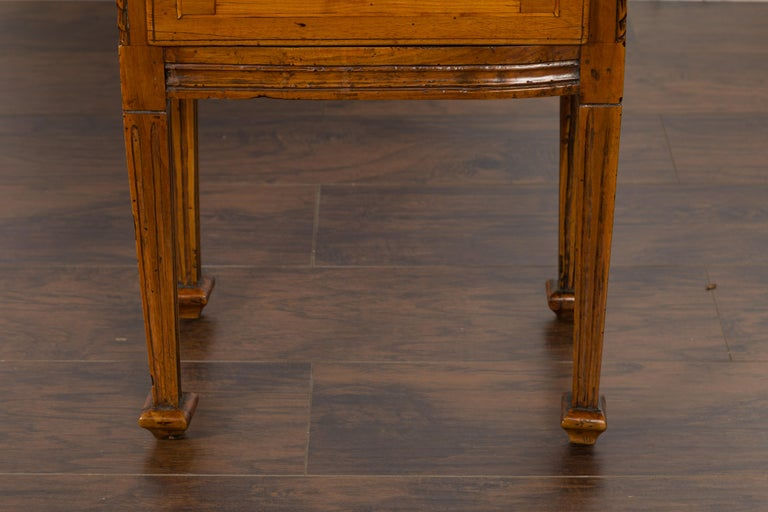 19th Century Pair of Italian 1820s Neoclassical Period Walnut Bedside Tables with Two Drawers For Sale