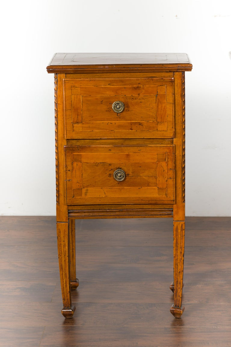 Pair of Italian 1820s Neoclassical Period Walnut Bedside Tables with Two Drawers For Sale 2