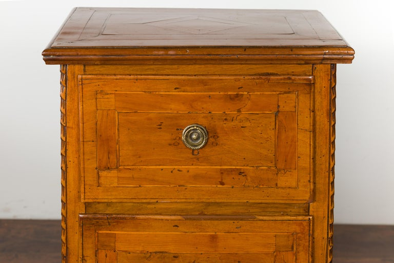 Pair of Italian 1820s Neoclassical Period Walnut Bedside Tables with Two Drawers For Sale 3