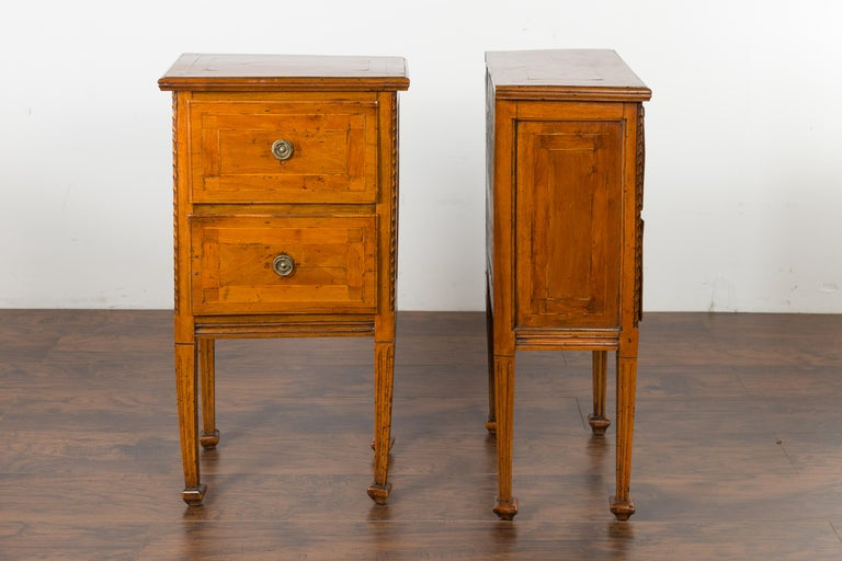 Pair of Italian 1820s Neoclassical Period Walnut Bedside Tables with Two Drawers For Sale 4