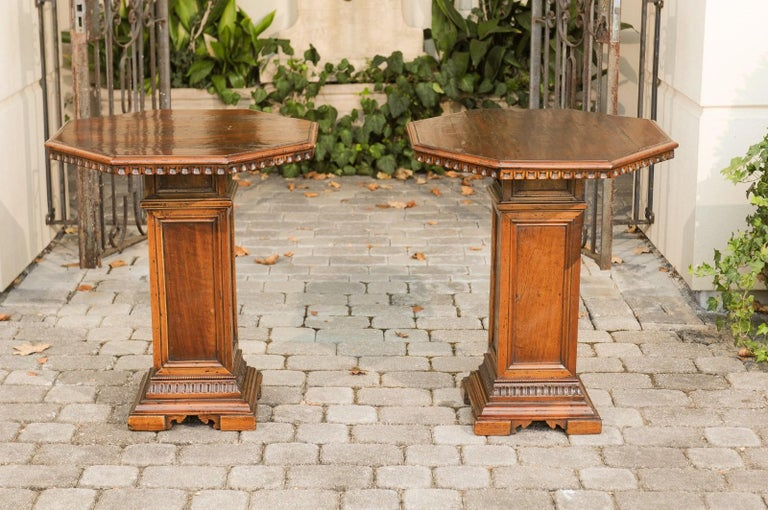 Pair of Italian 1850s Walnut Octagonal Pedestal Carved Tables with Single Door For Sale 3