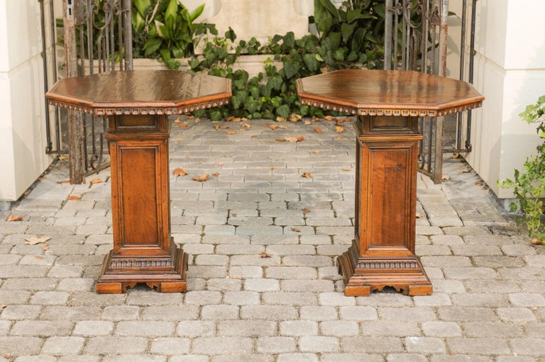 Pair of Italian 1850s Walnut Octagonal Pedestal Carved Tables with Single Door For Sale 4