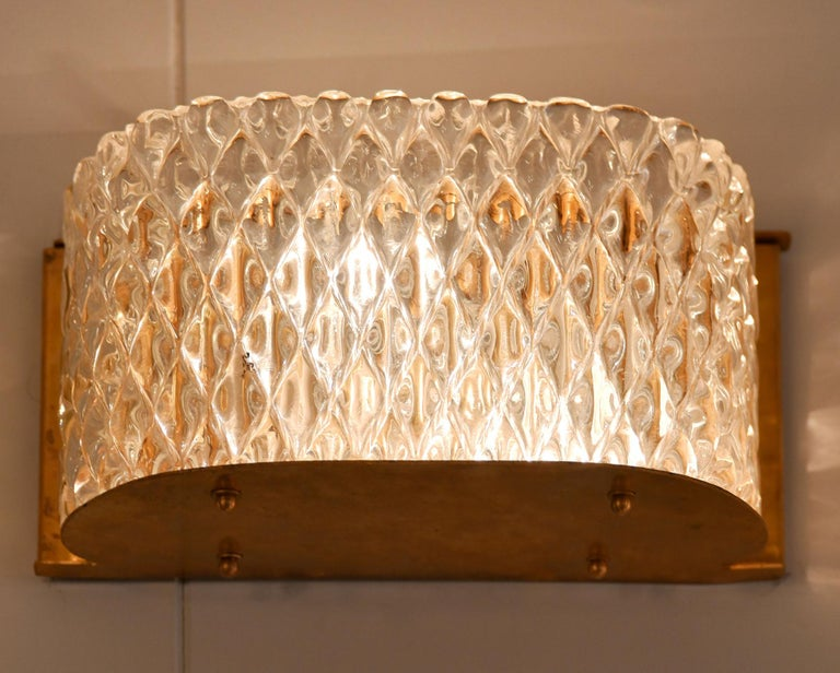 Mid-Century Modern Pair of Italian 1950s Seguso Murano Curved Glass and Brass Wall Lights For Sale