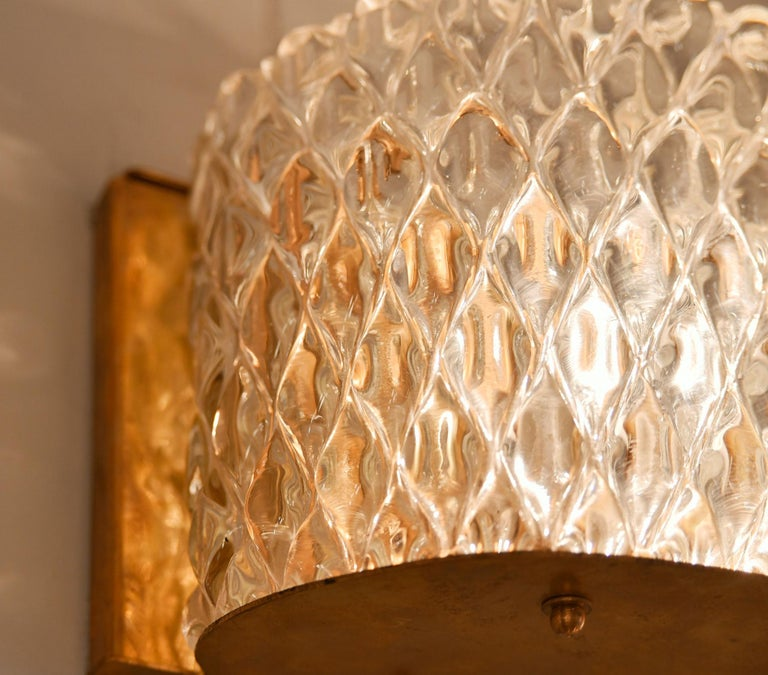 20th Century Pair of Italian 1950s Seguso Murano Curved Glass and Brass Wall Lights For Sale