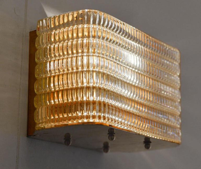 Pair of Italian 1950s Seguso Murano Rectangular Glass and Brass Wall Lights In Good Condition For Sale In London, GB