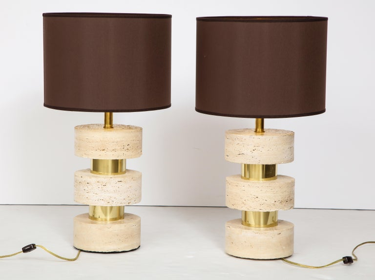 Late 20th Century Pair of Italian 1970s Travertine and Brass Table Lamps For Sale