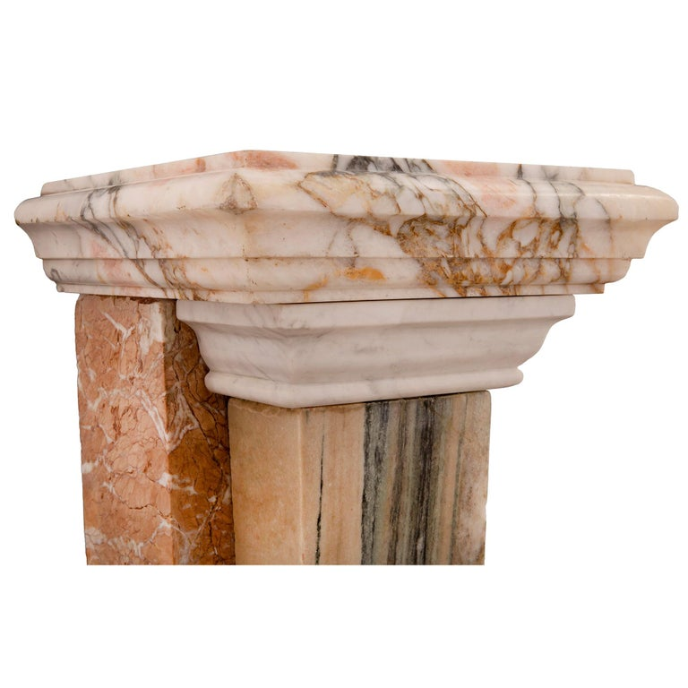 Pair of Italian 19th Century Neoclassical Style Onyx and Marble Pedestal Columns For Sale 3