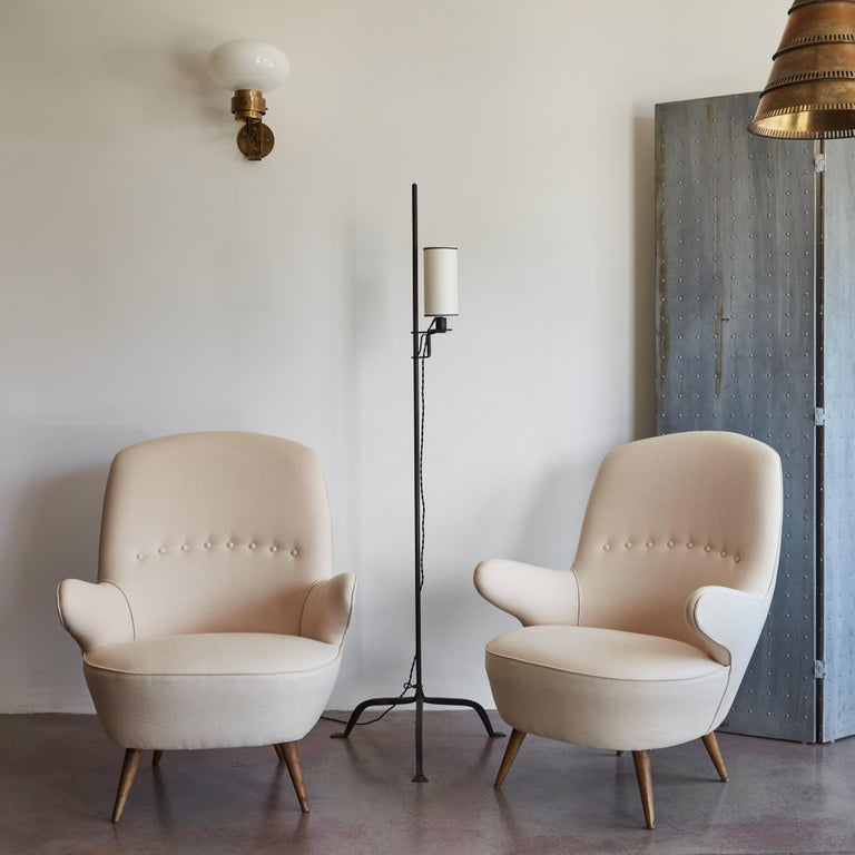 Linen Pair of Italian Armchairs For Sale