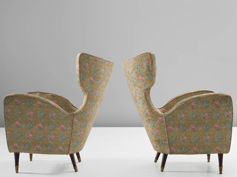 Pair of Italian Armchairs in Floral Upholstery In Good Condition For Sale In Waalwijk, NL