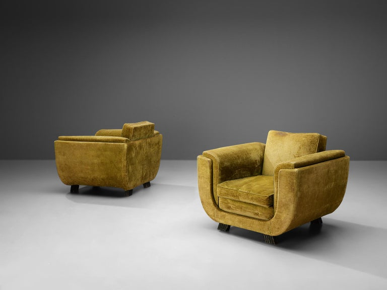 Pair of Italian Art Deco Armchairs with Curved Frame For Sale 1