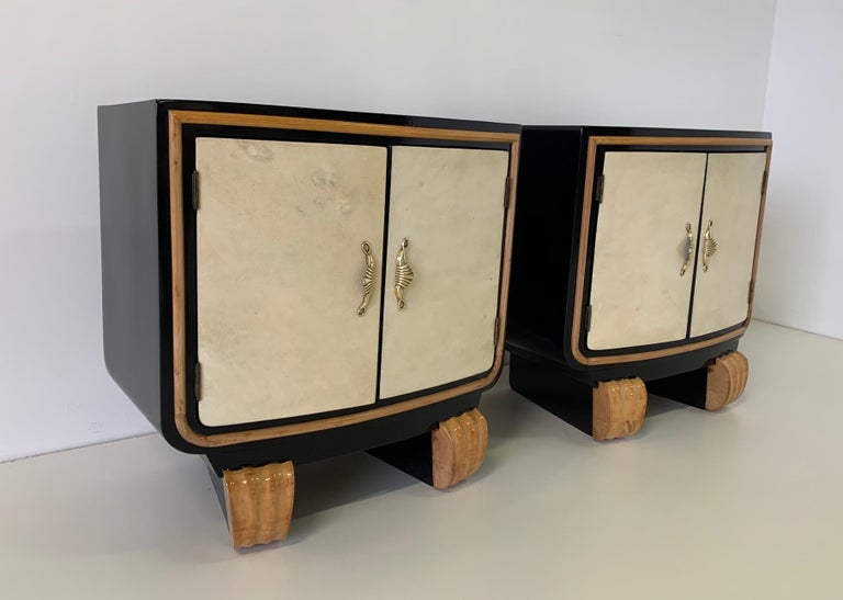 Pair of Italian Art Deco Parchment Nightstands, 1940s In Good Condition For Sale In Meda, MB