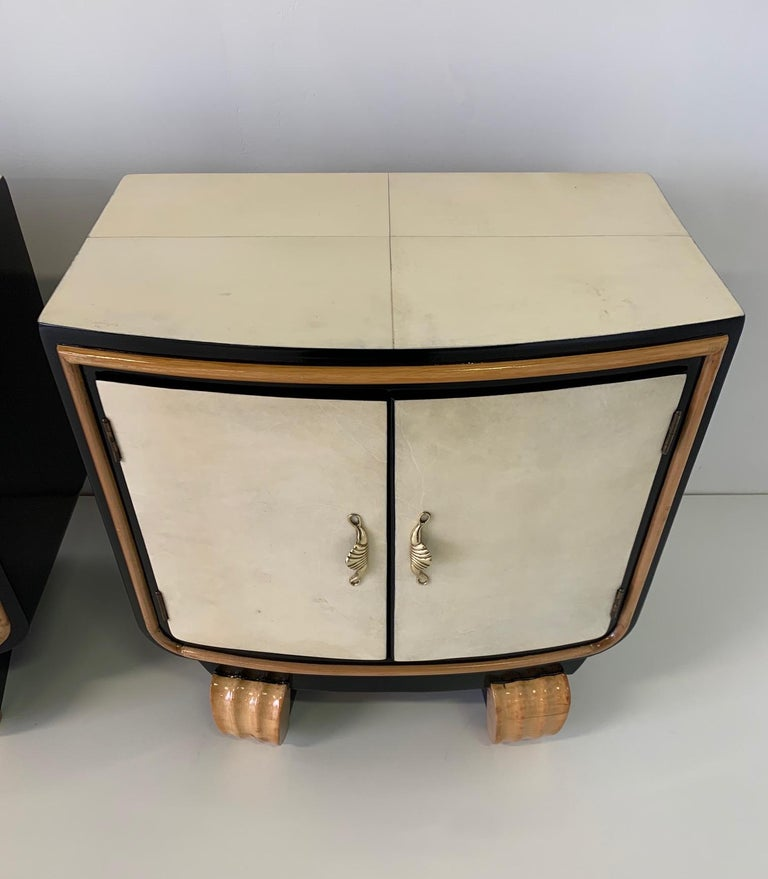 Mid-20th Century Pair of Italian Art Deco Parchment Nightstands, 1940s For Sale