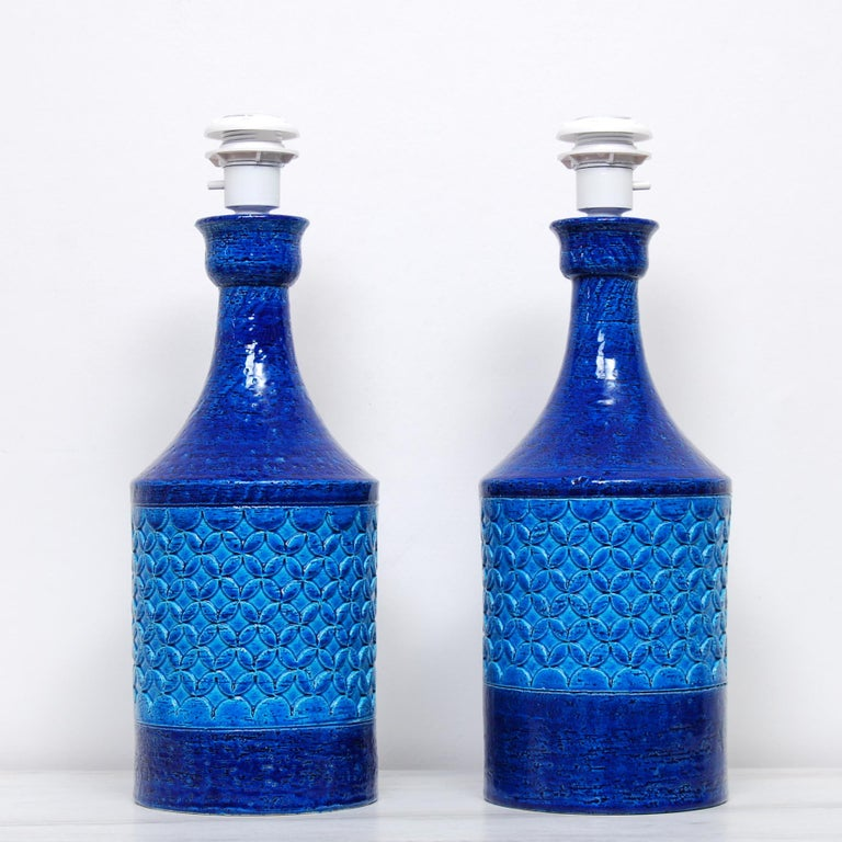 Mid-Century Modern Pair of Italian Bitossi Classic Blue Chamotte Table Lamps For Sale