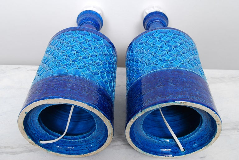 Late 20th Century Pair of Italian Bitossi Classic Blue Chamotte Table Lamps For Sale