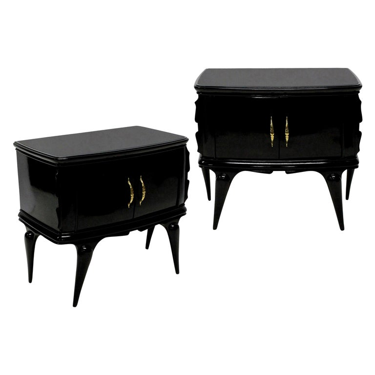 Pair of Italian Black Lacquered Midcentury Nightstands For Sale