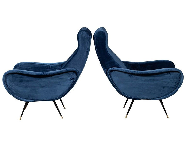 Pair of Italian Blue Velvet Lounge Chairs Attributed to Zanuso Style In Good Condition For Sale In North York, ON