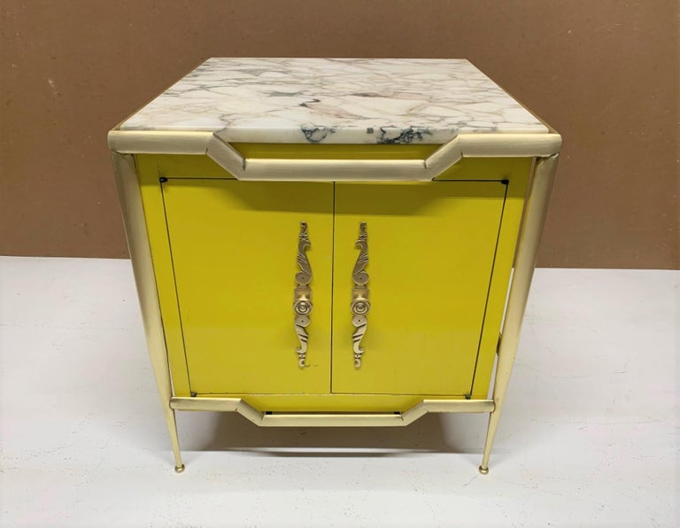 Pair of Italian Brass Cabinets with Marble Tops In Good Condition For Sale In New York, NY