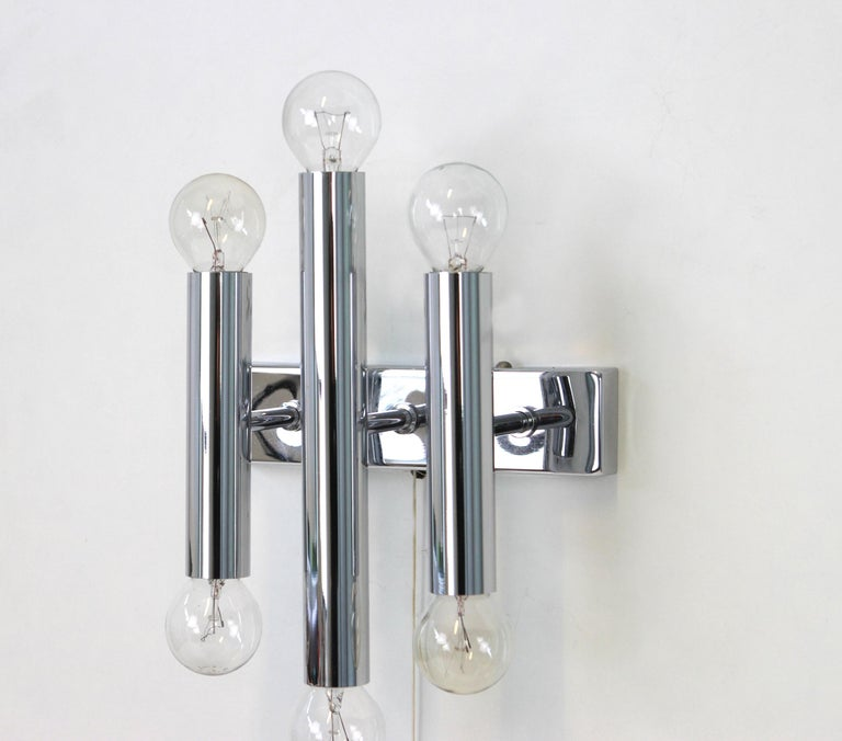 Pair of Italian Chrome Wall Sconces Sciolari Style, 1970s In Good Condition For Sale In Aachen, DE