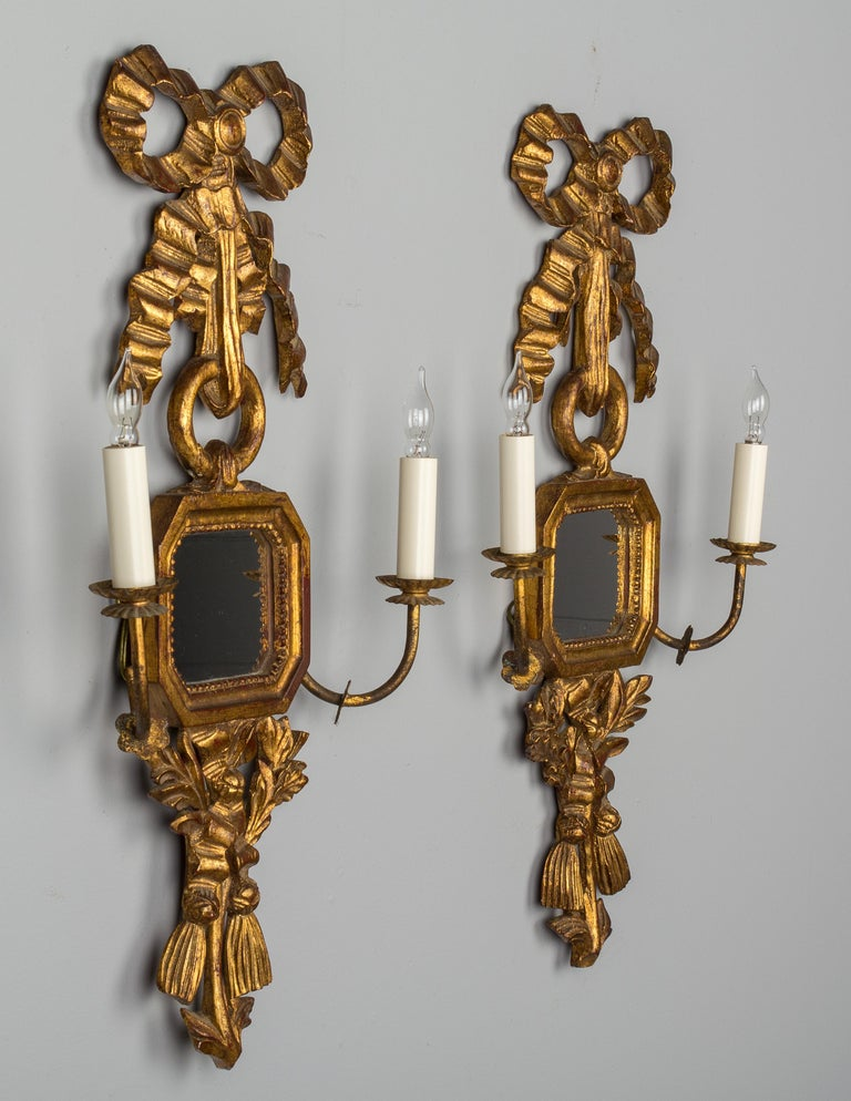 20th Century Pair of Italian Giltwood Sconces For Sale