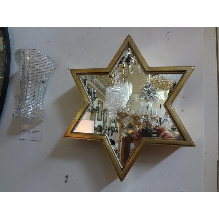 Pair of Italian Gio Ponti Style Mid-Century Modern Brass Star Shaped Mirrors In Good Condition For Sale In Houston, TX