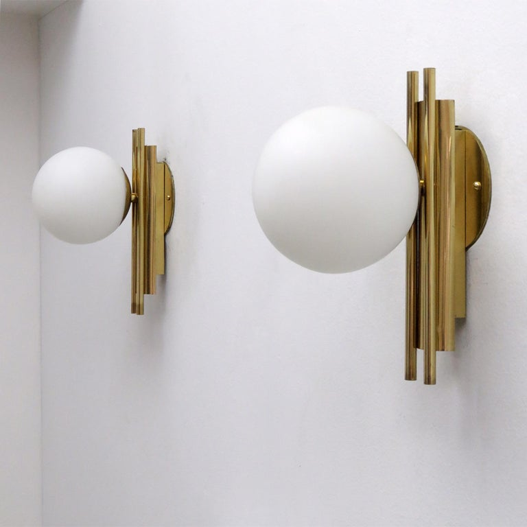Pair of Italian Globe Wall Lights, 1950 In Excellent Condition For Sale In Los Angeles, CA