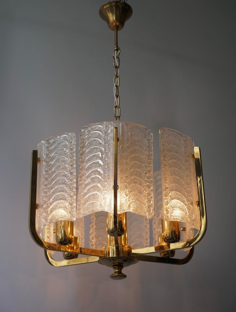 Pair of Italian Golden Brass and Murano Glass Pendant Lights For Sale 7