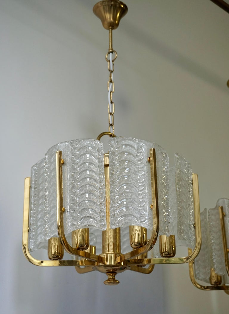Pair of Italian Golden Brass and Murano Glass Pendant Lights In Good Condition For Sale In Antwerp, BE