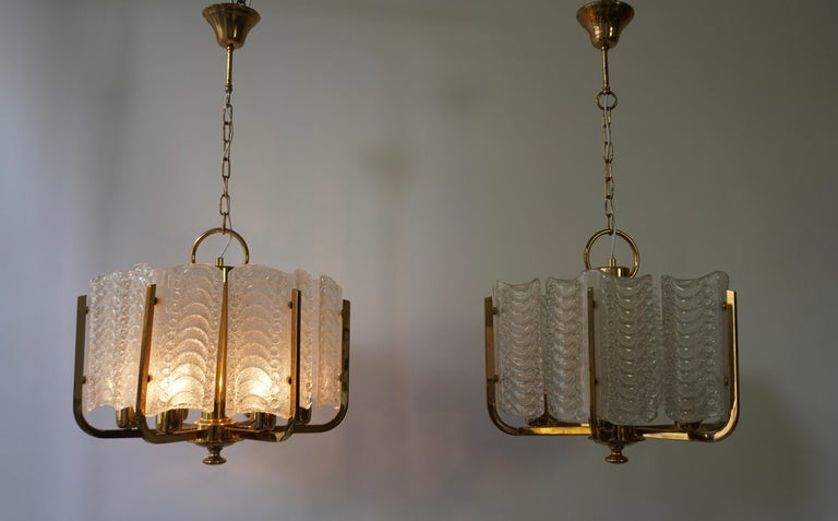 20th Century Pair of Italian Golden Brass and Murano Glass Pendant Lights For Sale
