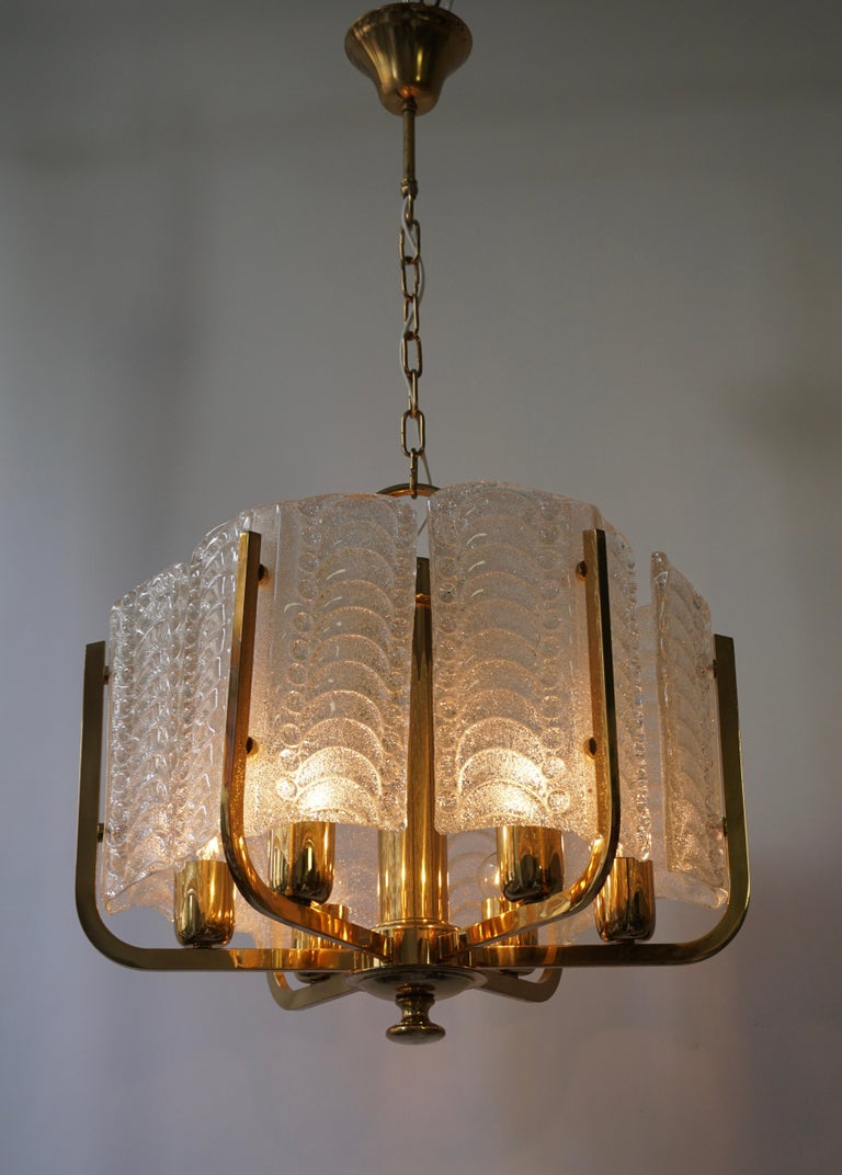 Pair of Italian Golden Brass and Murano Glass Pendant Lights For Sale 1