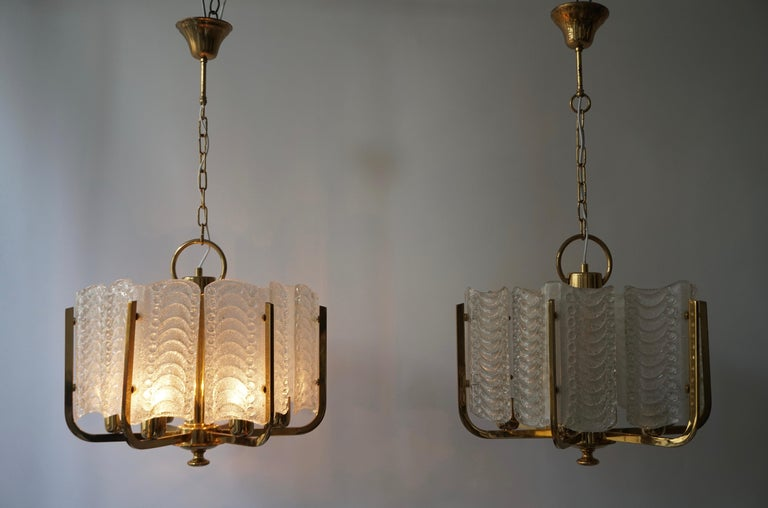 Pair of Italian Golden Brass and Murano Glass Pendant Lights For Sale 5