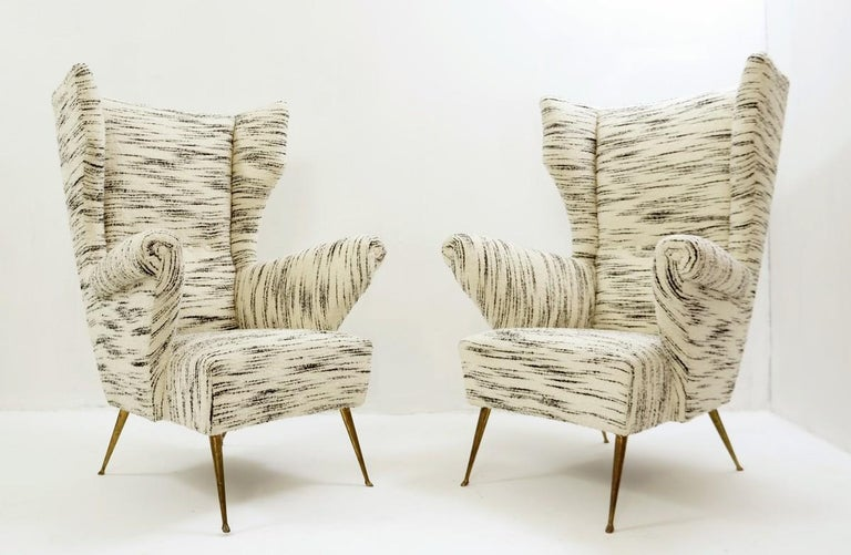Pair of Italian Mid-Century Modern High Back Armchairs, Newly Upholstered In Good Condition For Sale In Brussels, BE