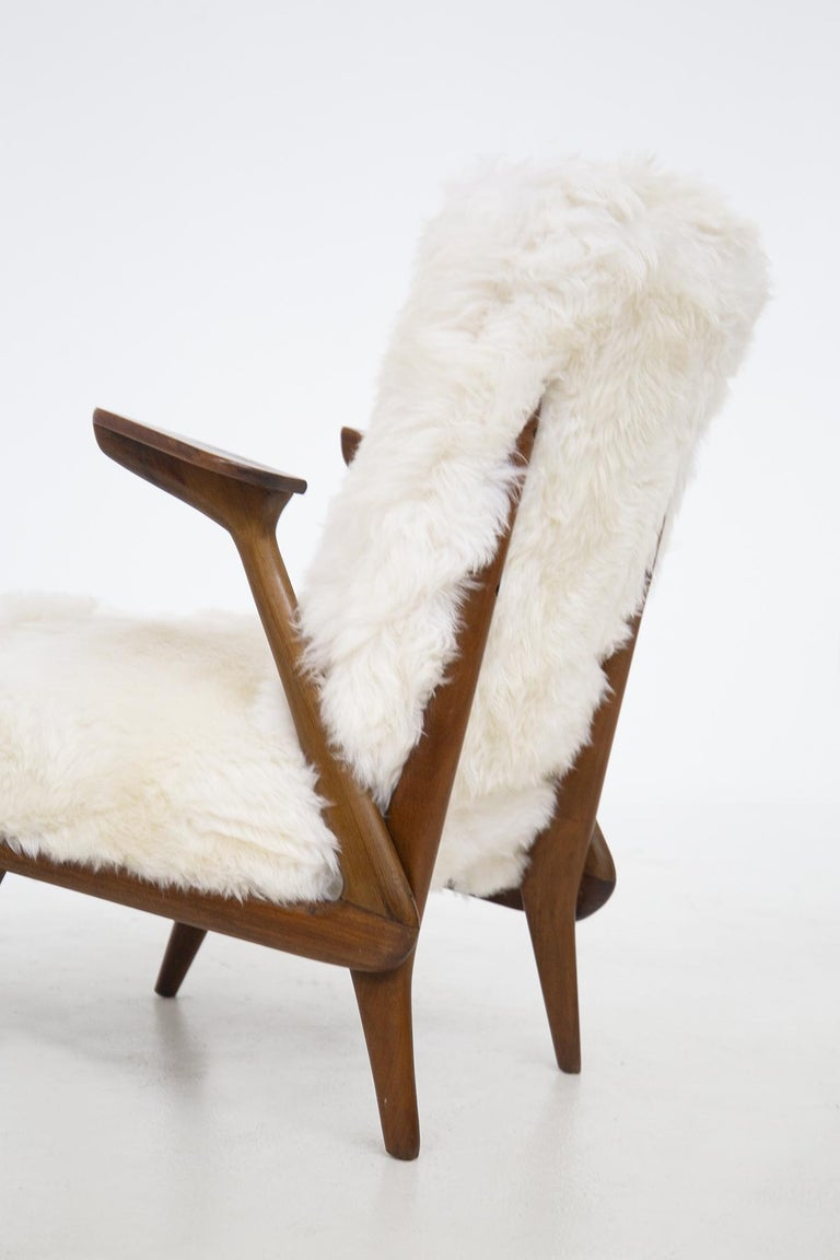 Mid-Century Modern Pair of Italian Leather Armchairs Attributed to Giuseppe Scapinelli For Sale