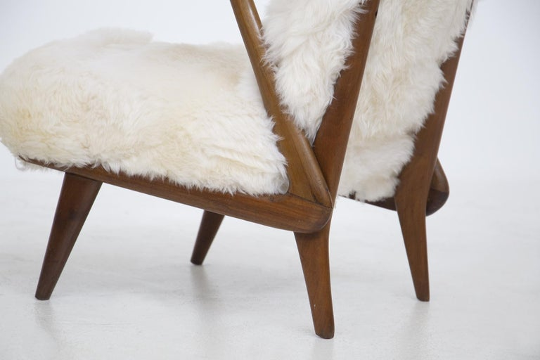 Mid-20th Century Pair of Italian Leather Armchairs Attributed to Giuseppe Scapinelli For Sale