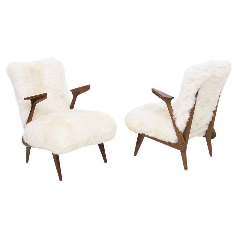 Pair of Italian Leather Armchairs Attributed to Giuseppe Scapinelli For Sale