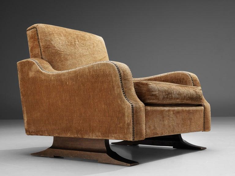 Mid-Century Modern Pair of Italian Lounge Chairs in Velvet Upholstery For Sale